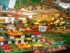 Unzählige Obst - und Gemüselädchen finden sich auf diesem Markt.