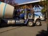 Die meisten Trucks haben hier vorne zwei Lenkachsen! Trotzdem kommt er damit nicht besser um die Kurven.